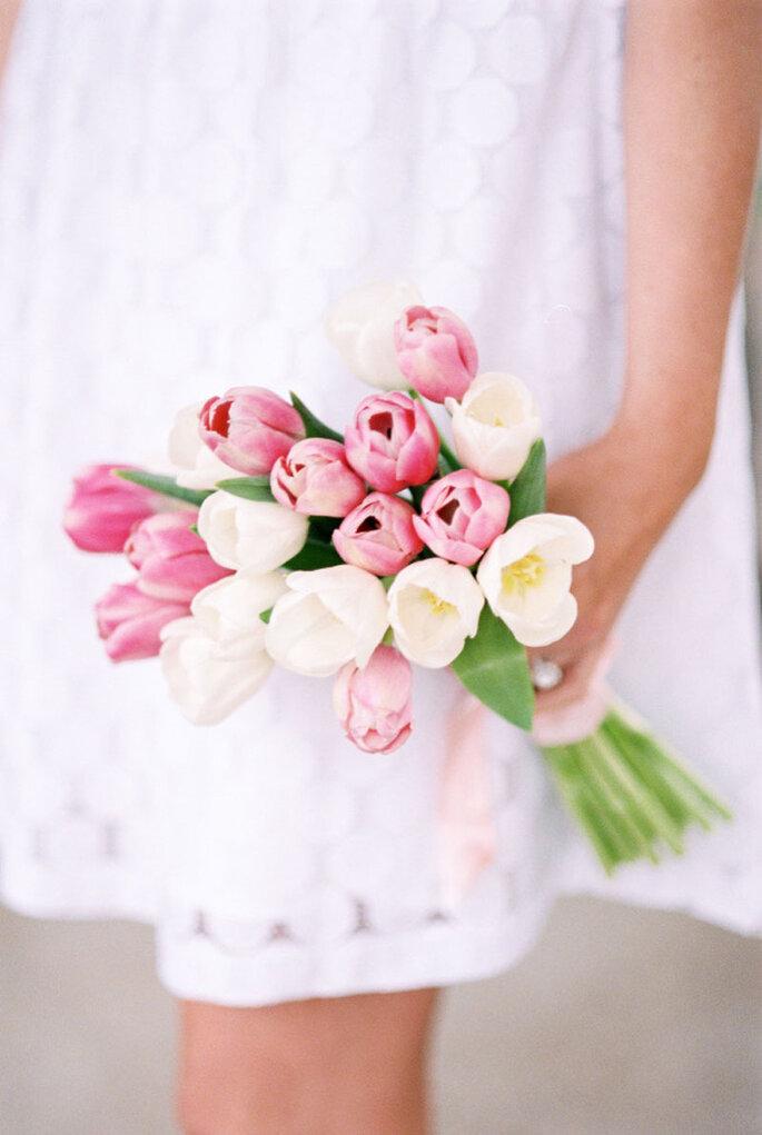 Lisa Dolan Photography: Zepter Brautstrauß mit Tulpen
