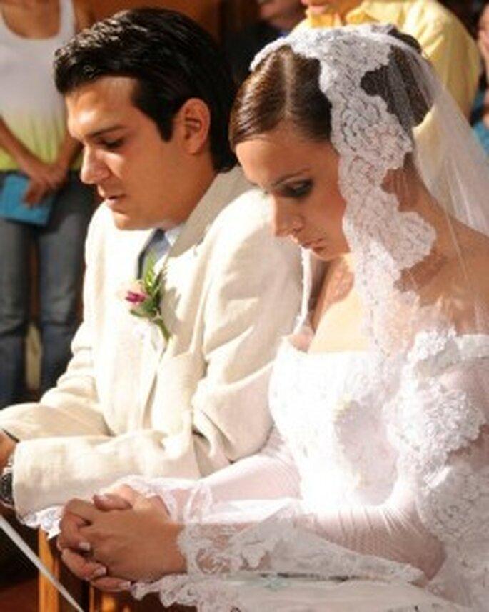 Romina (23) y Jesús (27) durante su ceremonia religiosa