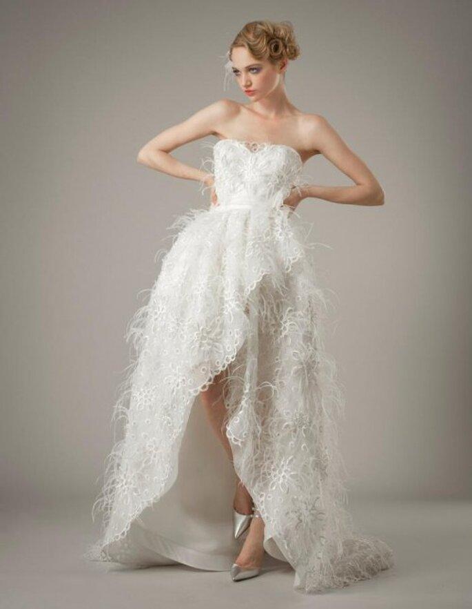 Vestido de novia con abertura al frente y escote strapless en forma de corazón - Foto Elizabeth Fillmore