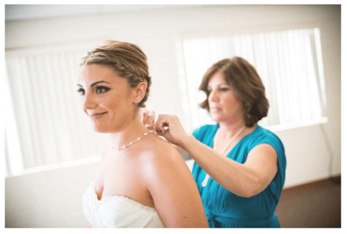 Las fotos obligadas de la novia con su mamá - Foto Unveiled Wedding Photography