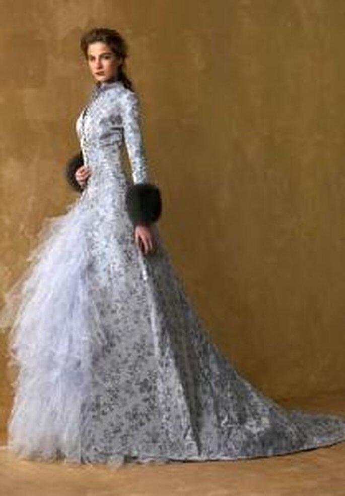 Model Novias 2009 - Vestido largo de corte princesa, de manga larga, falda en tul, tela estampada floral