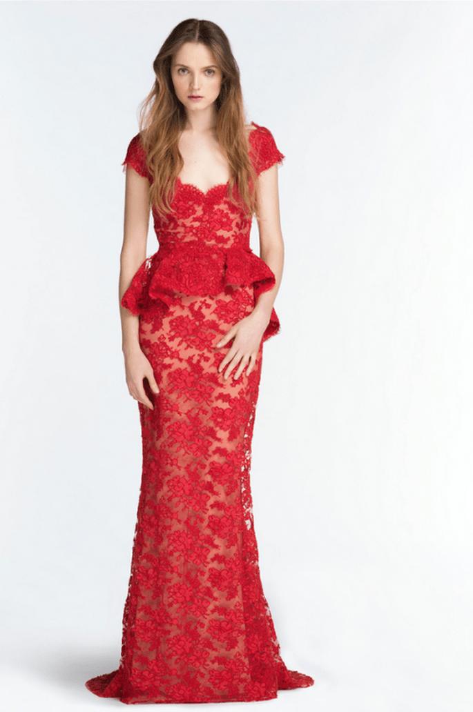Vestido de fiesta 2014 en color rojo intenso con mangas cortas y silueta peplum - Foto Reem Acra