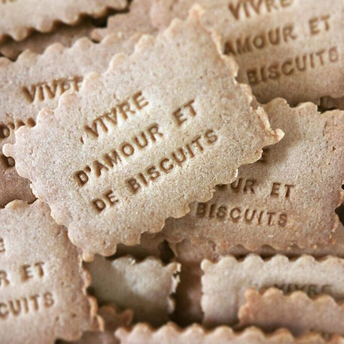 Les petits biscuits de French Biscuit peuvent être personnalisés avec le message de votre choix