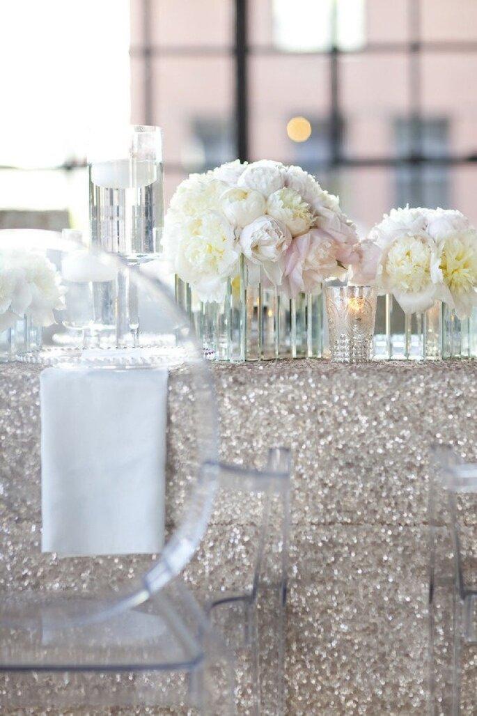 Glitter y pedrería en la decoración de tu boda - Foto Yasmin Khajavi Photography