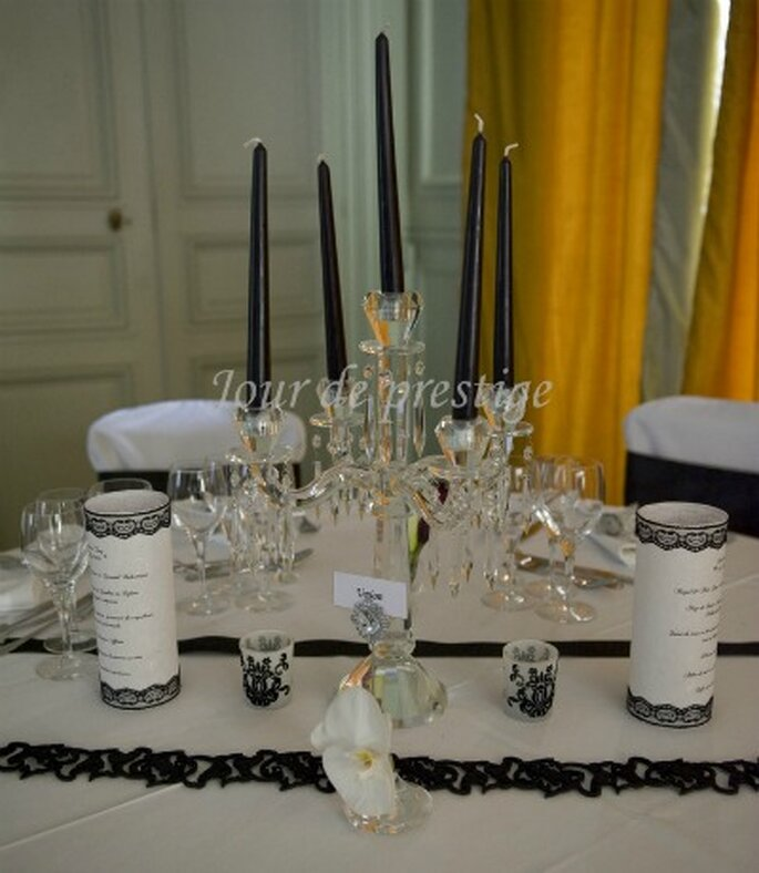 Diamants et pierres précieuse associés à une décoration de mariage baroque