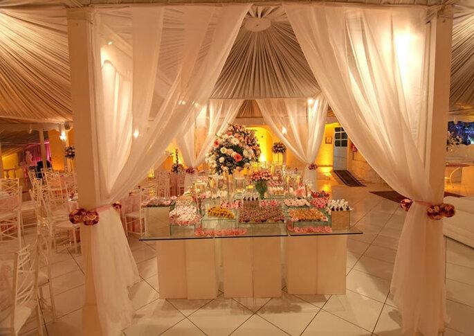 Mesa de dulces decorativa para tu boda. Foto: hostingessence.com