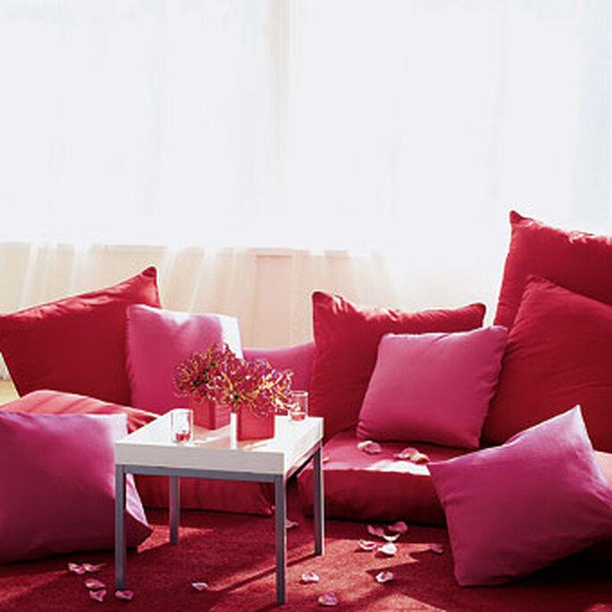 rincón romántico en rojo para una boda