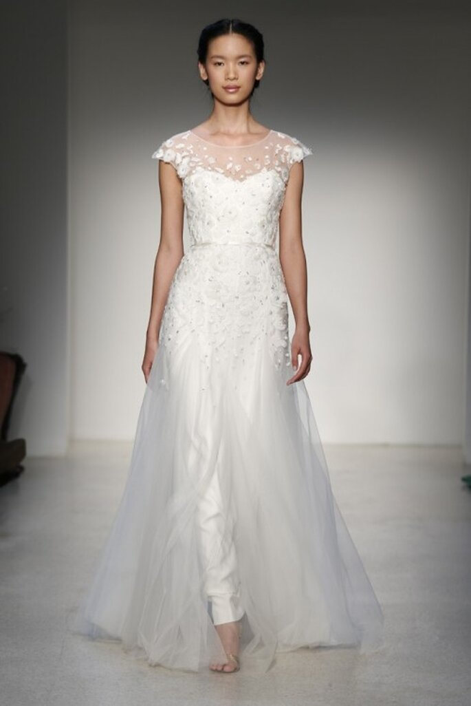 Vestido de novia clásico 2013 con mangas cortas y escote ilusión - Foto Christos