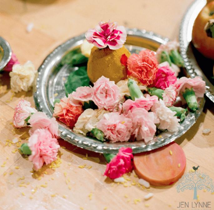 Centro de mesa para boda hecho con fruta y flores - Foto Jen Lynne