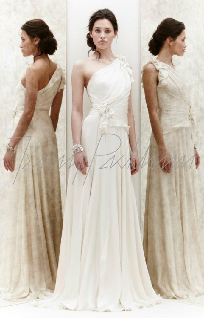 Vestido de novia de un hombro con detalles florales - Foto Jenny Packham