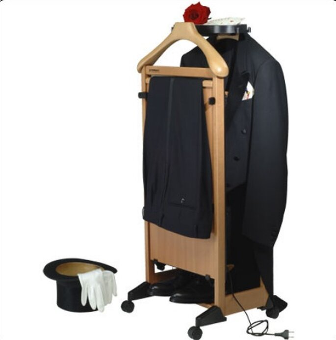 IlMettimpiega elettrico è un indossatore da camera dotato di pannello radiante, per pantaloni perfettamente in piega.