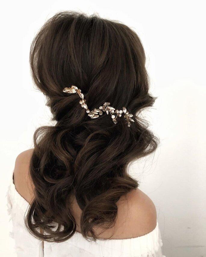 Peinado para dama de honor con hebilla