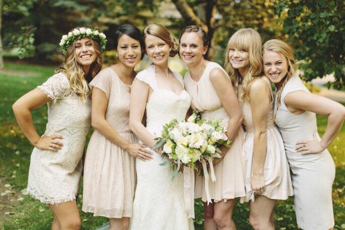 Colores neutros en los vestidos de tus damas de boda - Foto Hugh Forte