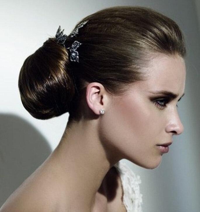Schlichte und elegante Brautfrisur - Foto: Pronovias