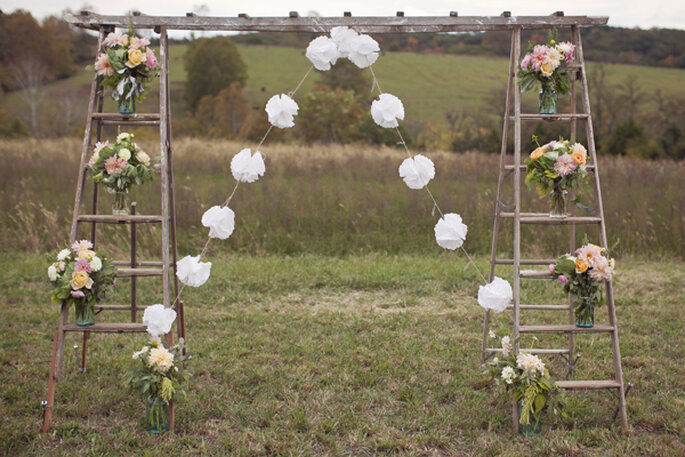Beautiful altars for a religious ceremony - Modern Romance