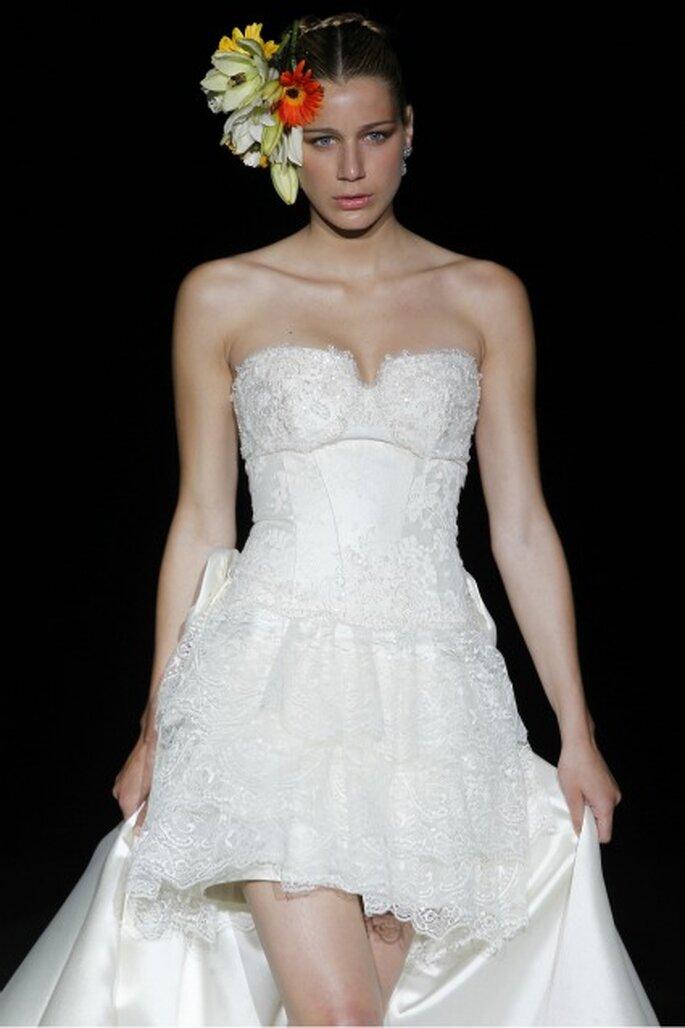 La figura de la novia resalta en los corsés de los vestidos de novia Ana Torres 2012 - Ugo Camera / Ifema