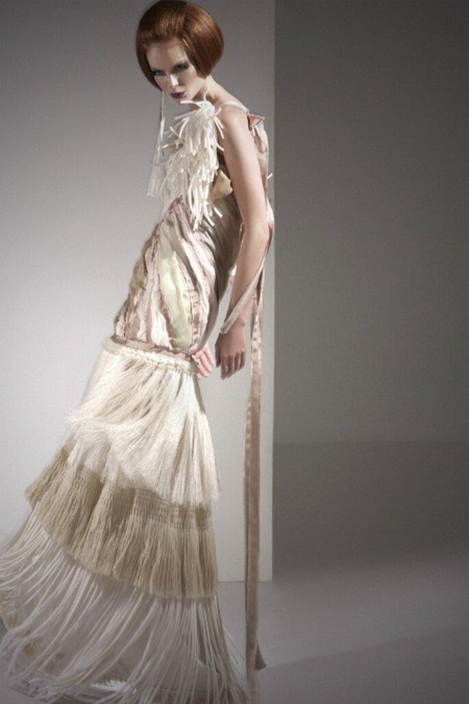Si quieres ir con lo último en vestidos de novia, los flecos son uno de los elementos estrella - Eugenio Loarce