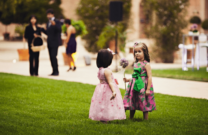 Überlegen Sie gut, wie Sie die Kinder auf der Hochzeit beschäftigen. Foto: Fran attitudefotografia.com