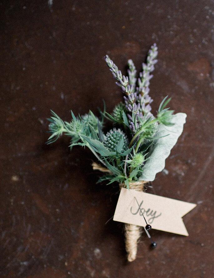 Boutonniere diseñado con flor de lavanda - Blue Rose Photography