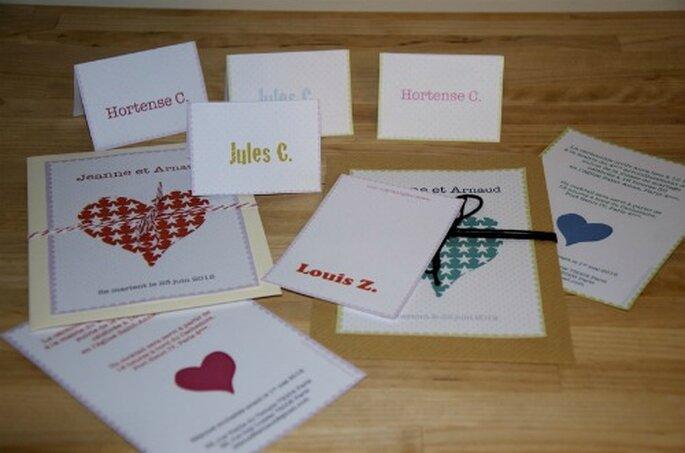 Faire-part et marque-places assortis - Un faire-part à télécharger - Source photo : Mariages et Babillages