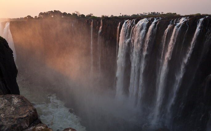 Photo : Victoria Falls - Julien Lagarde - VisualHunt