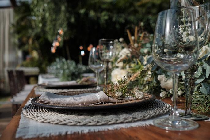 mesa posta com decoração boho