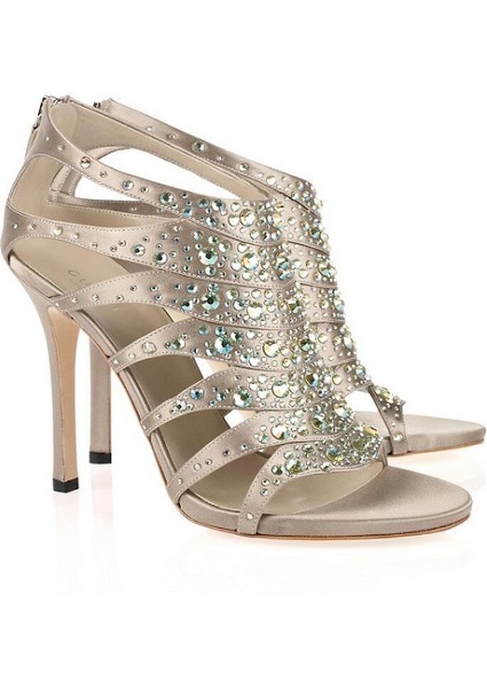 Sandalo Gucci con brillanti e chiusura posteriore a cerniera. Lussuosamente luminose. Foto: Net - a - Porter