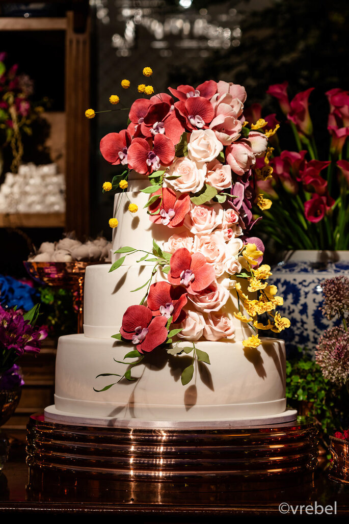 Bolo do casamento com flores