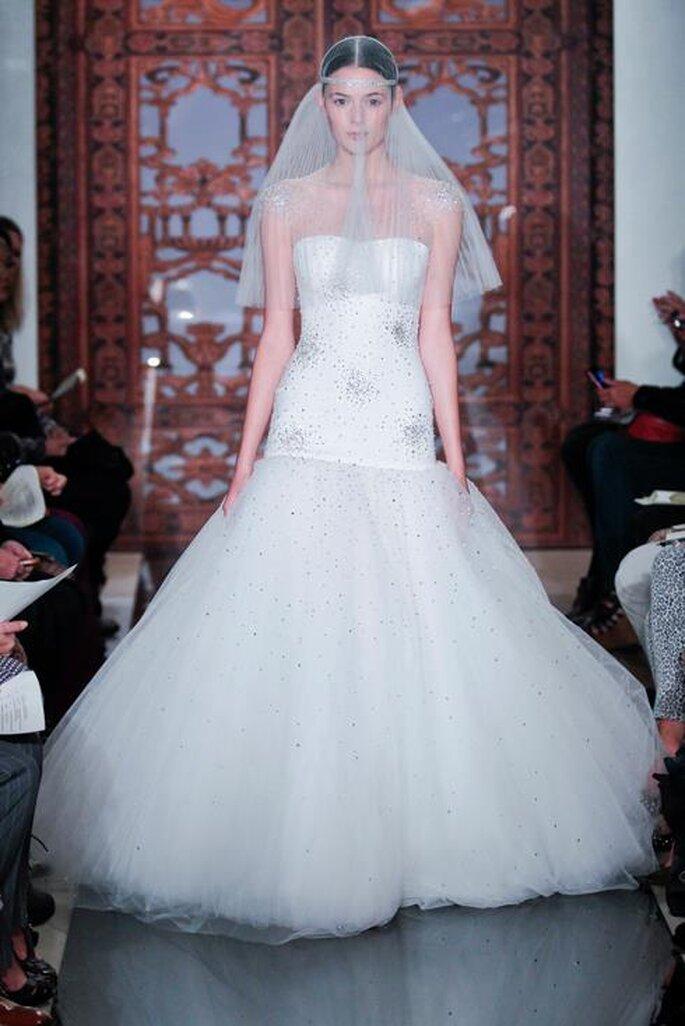 vestido de novia con escote strapless y falda voluminosa - Foto Reem Acra
