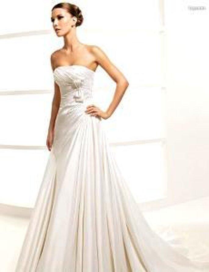 La Sposa 2010 - Lepanto, vestido largo en seda drapeada, corte princesa, escote palabra de honor