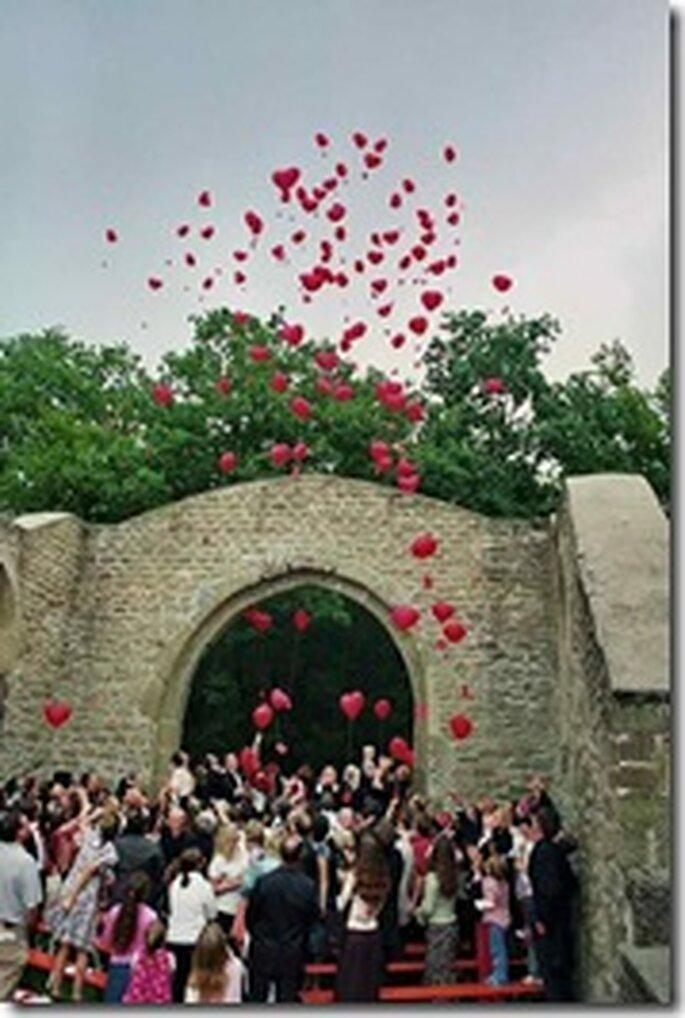suelta de globos en atrio