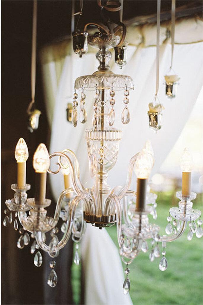 Candelabro elegante en la decoración de la boda. Foto: KT Merry Photography