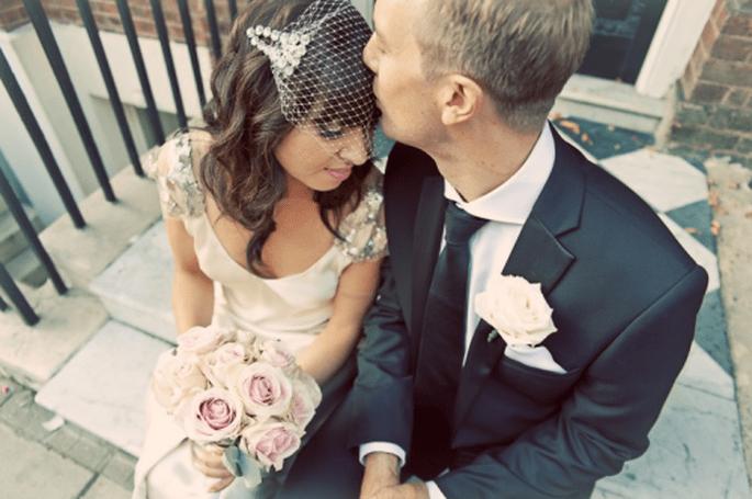 Elige un tocado de red para tus fotos de boda estilo vintage - Foto Cotton Candy Weddings