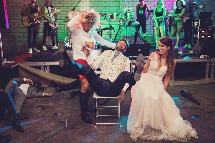 Hochzeitsfeier. Brautpaar bei Hochzeitsspielen