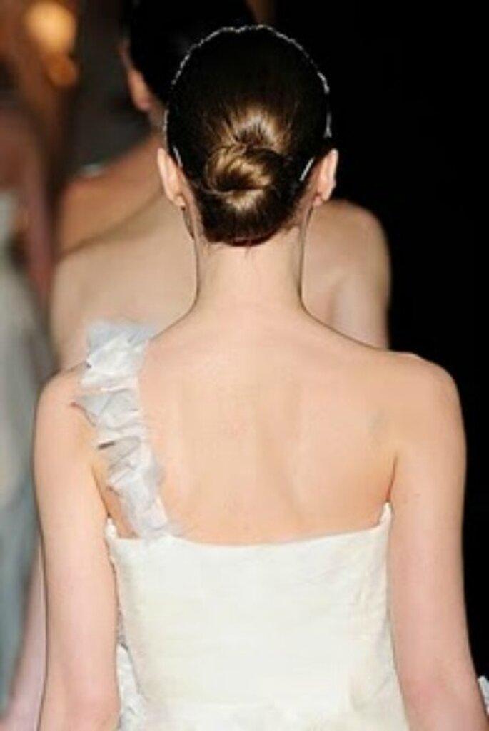 Modelo con recogido y vestido de novia de Jesús del Pozo- Foto: Jesús del Pozo