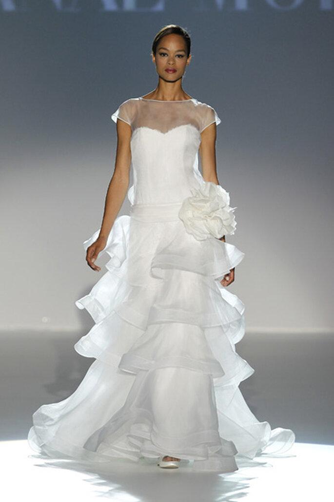 Robe de mariée à volants, décolleté coeur