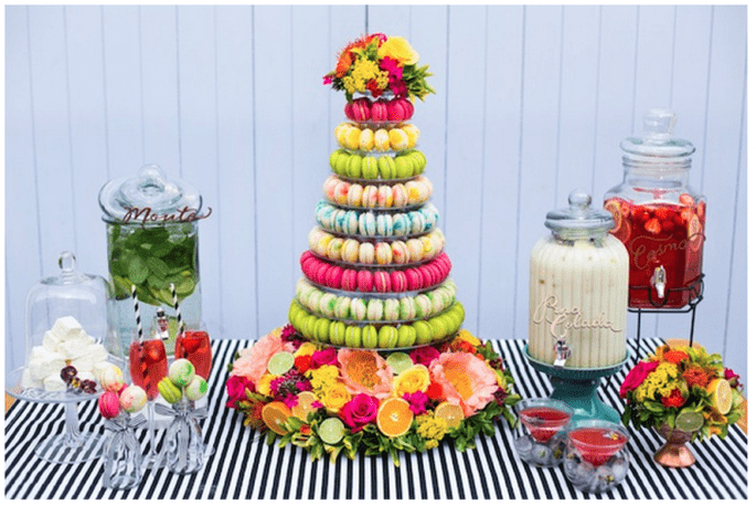 Macarons de colores como postre para tu boda - Foto Anneli Marinovich Photography