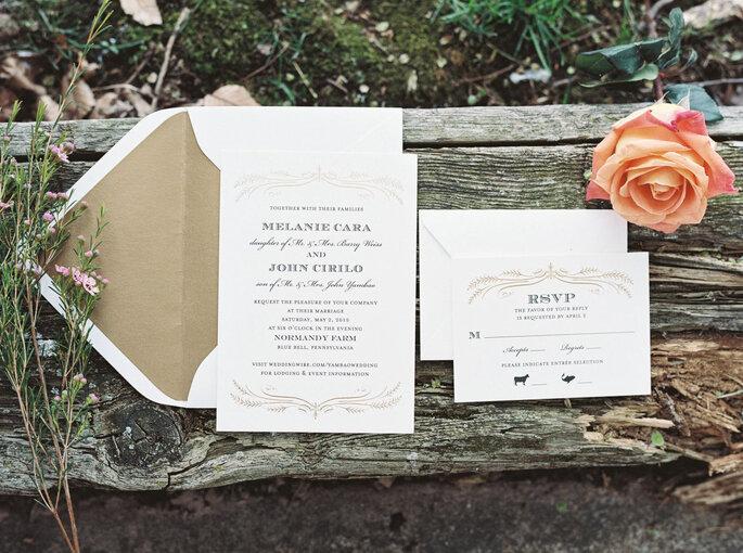 Invitaciones de boda en blanco con sobre en color arena