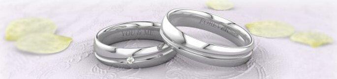 Schlichte Ringe in glänzendem Silber. Foto: 21Diamonds