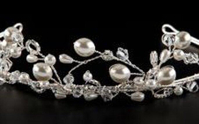 Diadem von Weise - spielerisch, mit weißen und durchsichtigen Perlen