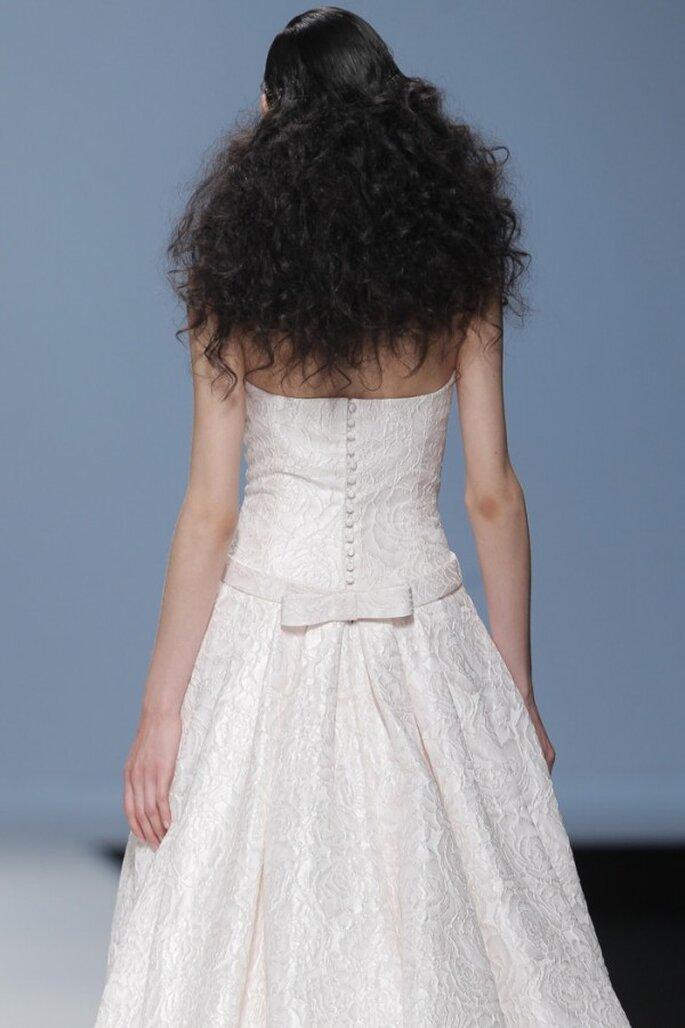 Vestidos de novia 2015 con hermosos moños - Foto Cymbeline