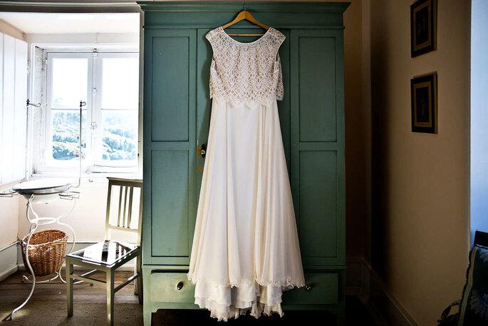 vestido de noiva pendurado armário quarto