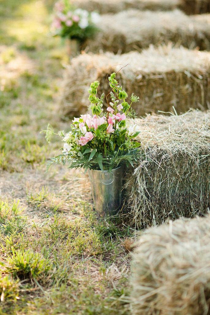 5 astuces pour une décoration champêtre: dîtes OUI aux bottes de paille! - Kristy Dickerson Photography