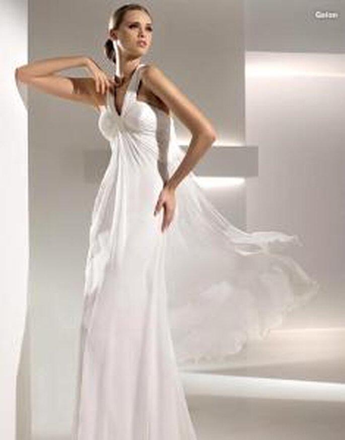 Pronovias 2010 - Galon, vestido largo de corte griego, ligero, en seda plisada, escote drapeado halter en V