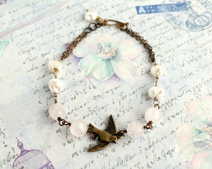 Bracciale con uccellino in ottone, quarzo rosa e perle di fium