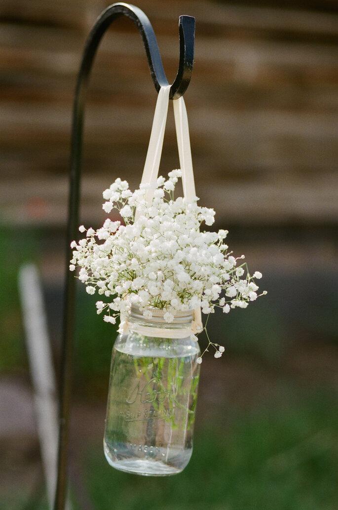 Las ideas más originales para usar los mason jars en tu boda - Cara Leonard Photography