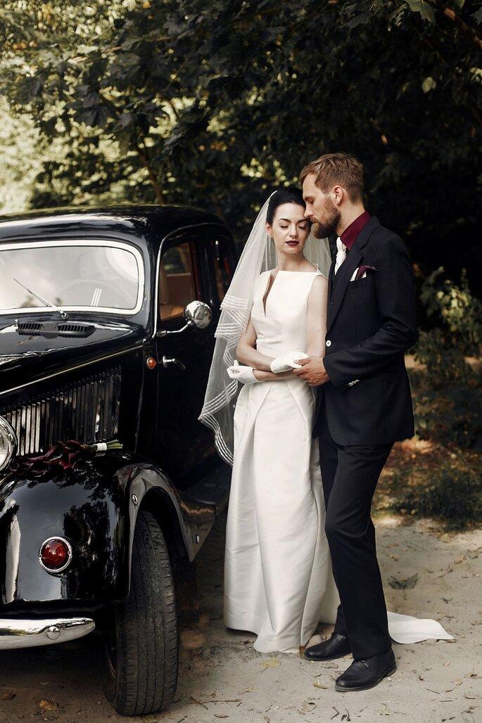 Brautpaar vor Oldtime von Fondation Renaud
