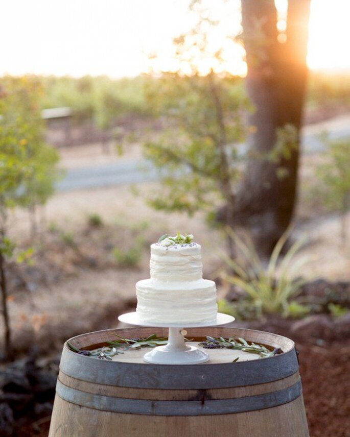 Pastel de boda con tintes minimalistas - Foto Robin Jolin Photography