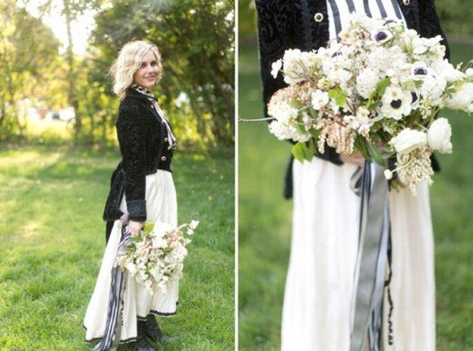 Üppige Brautsträuße, die etwas bunt gemischt aussehen, wirken besondern natürlich – Foto: nightcircus styled