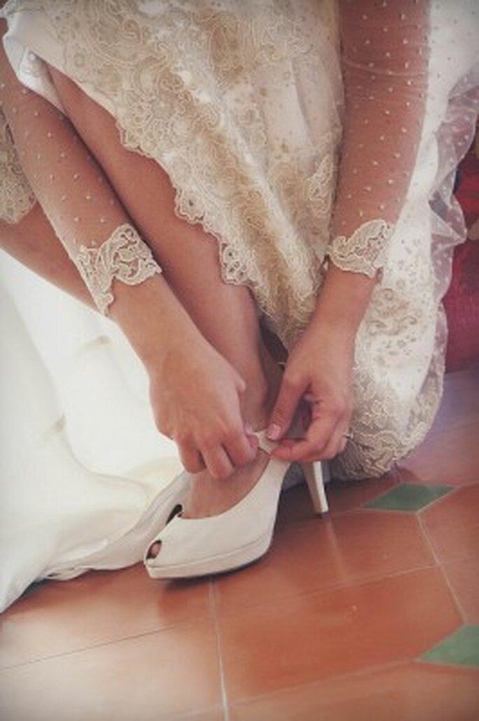 Chaussures de mariée à talons, plates, colorées ou brillantes : à vous de choisir ! - Photo : 35 mm fotografos
